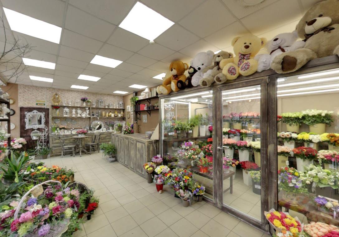 Цветы на Захарьевской улице